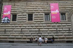 Yapp and students in front of Palazzo Strozzi.